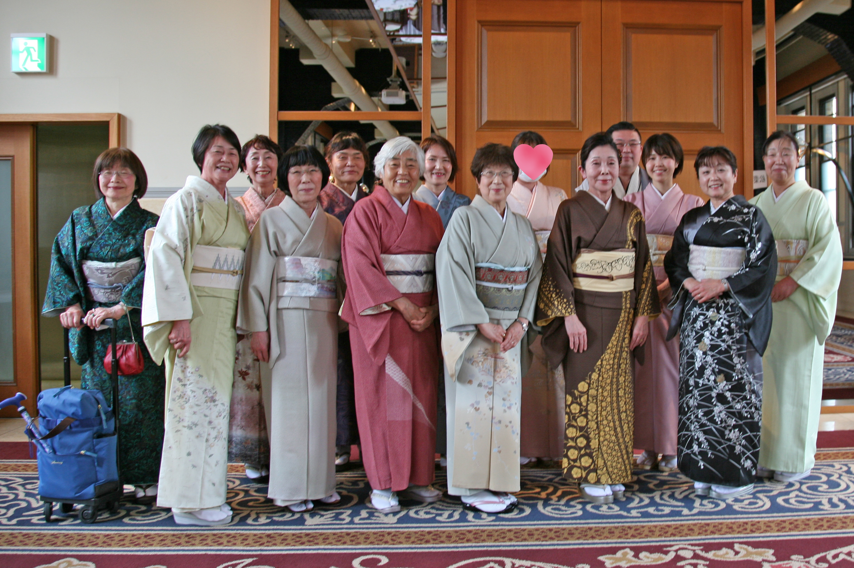 綺麗な青空と和服美人達ー大阪で着方を習うならあべのベルタ校・駒川校ー